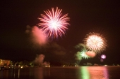 Das Foto zeigt ein Feuerwerk